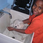 Jittaun helps Penny take a bath after making &quot;paw print art&quot;!