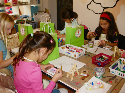 Amalia celebrates her Birthday with friends by creating cupcake paintings on mini-canvasses and easels!